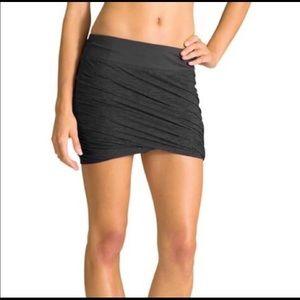 Athleta Twist It Mini Skirt. Size M.